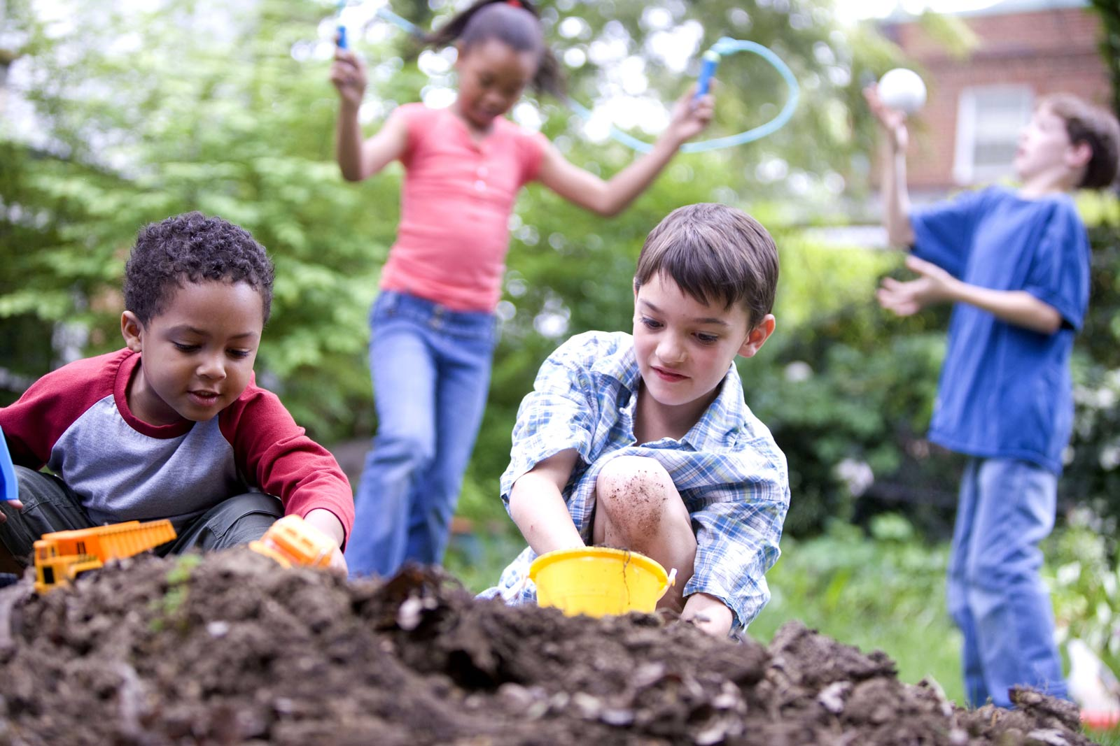 benefits of kids playing outdoors essay Perhaps more than physical benefits, playing outdoors can provide kids with a wealth of positive side effects both psychologically and socially it's also been found that playing outdoors can even help with number relationships as most outdoor games involve keeping score or some other form of.
